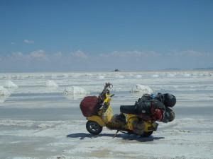 Salar de Uyuni, in Bolivien. Die größte Salzfläche auf der Erde. Achtung, niemals ohne GPS befahren - Verirrungsgefahr!