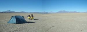 Bolivianisches Hochland. Ich fuhr 500 km durch Tiefsand. Es war harte Arbeit. Der Lohn dafür waren die Anden, die mich begleiteten und verzauberten.