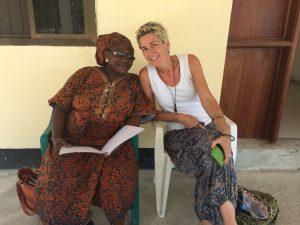 kirsten-becker-blog-Elke Dieterich-Afrika-vor der Huette